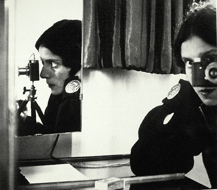 Ilse Bing, Self-Portrait in Mirrors, Frankfurt, 1931 | Vulbus Incognita Magazine | Scoop.it