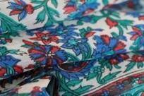 Porter et mettre son foulard selon la saison | Suivre la mode | Scoop.it