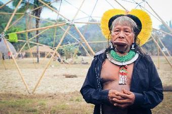 Le chef Raoni se rend dans le Village Multi-éthnique et discute de la situation indigène au Brésil   Une seule Terre pour tous - Only one Earth for all   Scoop.it