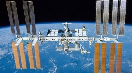Space Burn! International Space Station Kicks Windows Into Black ... | Enterprise Social Media | Scoop.it