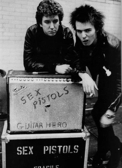 PHOTO: Steve Jones and Sid Vicious - Sex Pistols | SongsSmiths | Scoop.it