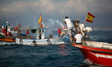 Royal Navy repels fishing boat armada after Gibraltar 'invasion' | Amocean OceanScoops | Scoop.it