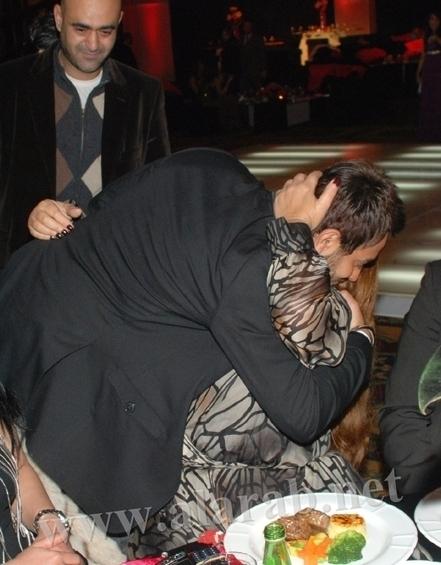 شاهد الصور التى أغضبت جمهور تامر حسنى وهو يحضن فيفى عبدو وتقبله الفنانة نبيلة عبيد - منتديات عرب فور توب | بوب | Scoop.it