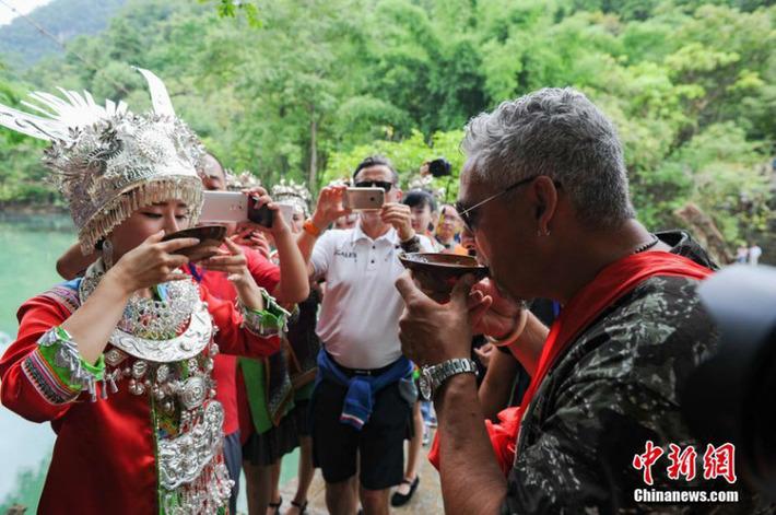 Roberto Baggio et ses coéquipiers font du tourisme dans le Guizhou | China.org | Kiosque du monde : Asie | Scoop.it