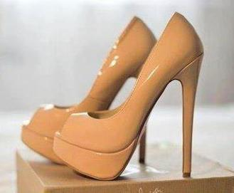 Twitter / JeresaNicole: omg. I'm inlove with the shoes. ... | Red Hot Jane -My Favourite Things | Scoop.it