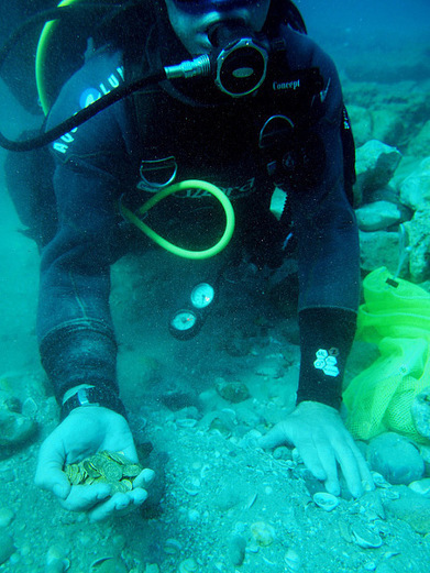Israeli divers discover 1,000-year-old coins on sea bed - Telegraph | Wandering Salsero | Scoop.it