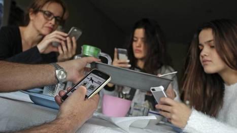 La mitad de los niños españoles con 11 años ya tiene un móvil | Pedalogica: educación y TIC | Scoop.it
