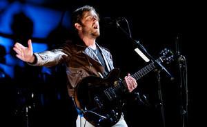 WATCH: Kings Of Leon joined on stage by Pearl Jam's Eddie Vedder | ...Music Artist Breaking News... | Scoop.it