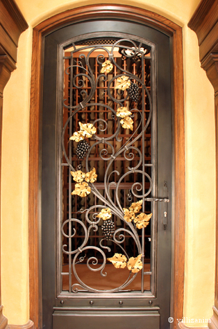A wrought iron door for a wine cellar | I go out to write a post and go back | Villi Zanini Wrought Iron | Scoop.it