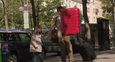 Samsonite fait léviter une valise dans les rues de Paris   streetmarketing   Scoop.it