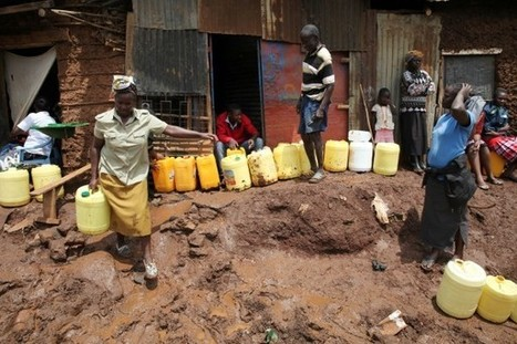 "Kenya : Kenyan women pay the price for slum water ""mafias"" 