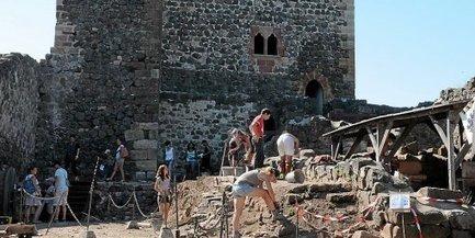 Le château de Calmont : visites en plein chantier | L'info tourisme en Aveyron | Scoop.it