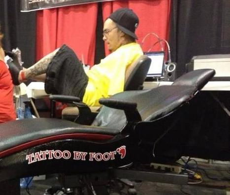Man Born Without Arms Becomes Professional Tattoo Artist | Strange days indeed... | Scoop.it
