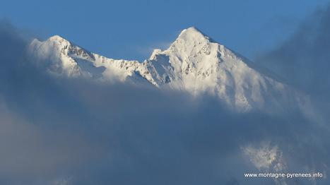 Blanc-Bleu sur la vallée en cette matinée | Facebook | Vallée d'Aure - Pyrénées | Scoop.it