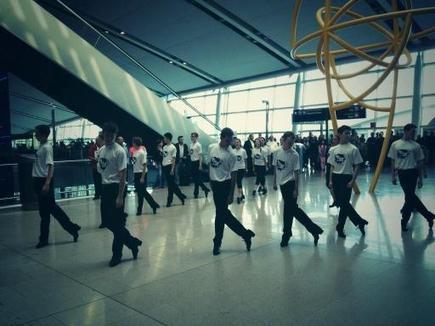 Flashmob of Irish dancers surprises travelers at Dublin Airport ... | Flashmob | Scoop.it