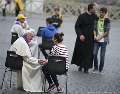 Papa a sorpresa in piazza San Pietro a confessare I ragazzi - Cronaca   di tutto, di più...   Scoop.it