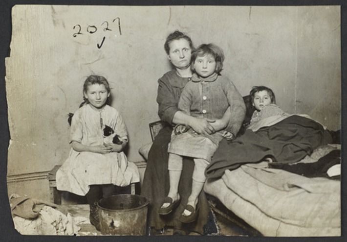 Photos of Tenement Families in New York, Early 1900s | Herstory | Scoop.it