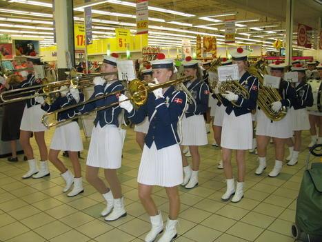 Le 111e carnaval de Denain: les 55 musiciennes danoises | Fanfare | Scoop.it