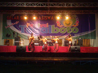 WE LOVE UNEJ: Liputan Festival Tegalboto Hari Kelima   Universitas Jember   Scoop.it