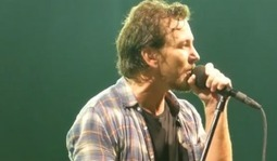 "Video: Pearl Jam Perform Lou Reed Tribute, Velvet Underground's ""I'm Waiting for the Man"" 