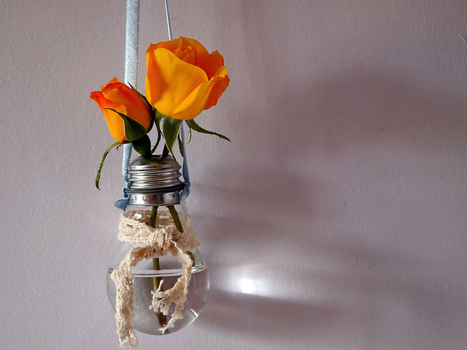 Mini art project #8: Hollowed out light bulb | HTM_DIY - Artesanías | Scoop.it