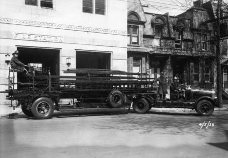 Pompiers à bord d'un véhicule équipé de la grande échelle devant la caserne no 10 (1684, rue Saint-Luc - devenu boulevard de Maisonneuve Ouest), 4 mai 1938 | Photos ancestrales de Montréal | Scoop.it