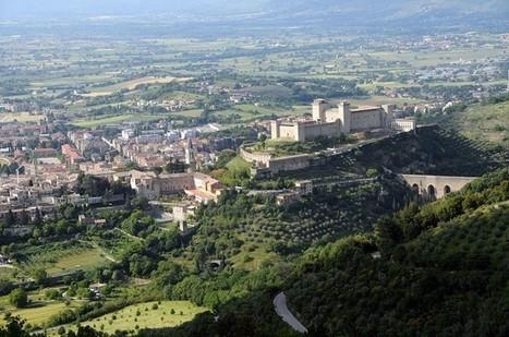 La magnifica emozione di un volo radente su Spoleto | UmbriaTouring.it | Umbria & Italy | Scoop.it