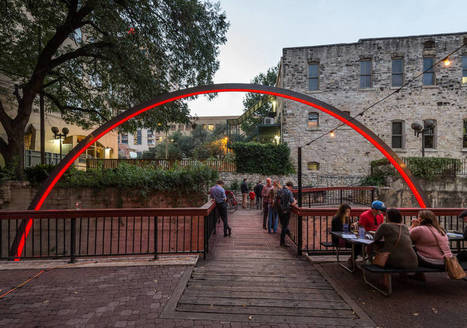 Incredible Illuminated Arch Over a Foot Bridge in Texas | Landart, art environnemental | Scoop.it