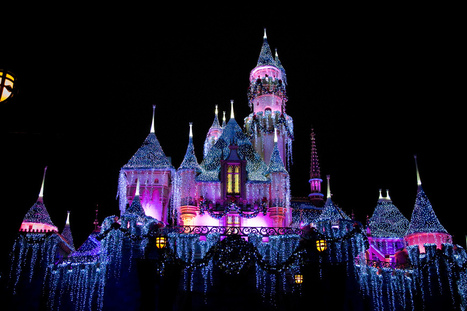 A Complete Guide for a Magical Disneyland Christmas! | Travel | Scoop.it