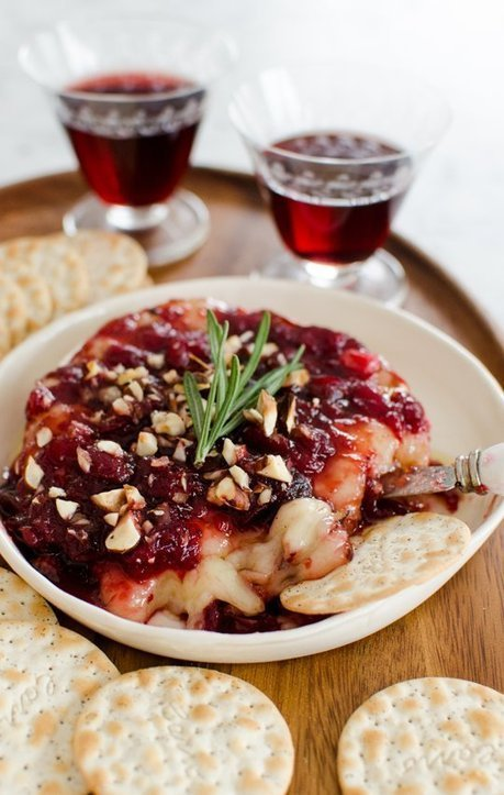 Appetizer Recipe: Baked Brie with Cranberry Sauce | MakeYourRecipes | Recipes | Scoop.it