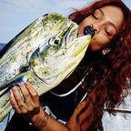 Photos : Rihanna pêcheuse la plus sexy d'Hawaï | Radio Planète-Eléa | Scoop.it