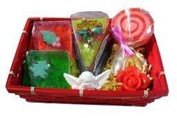 Corbeille Savons Merry Christmas -L'Accro du Bain | L'Accro du Bain boutique de produits pour le bain et savons gourmands:boule de bain, savons de Marseille,savon artisanal,cupcake de bain, savons cupcakes | Scoop.it
