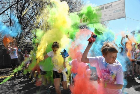 Runners spread colors, hope at Maine South | Honor Society Activities in the News | Scoop.it
