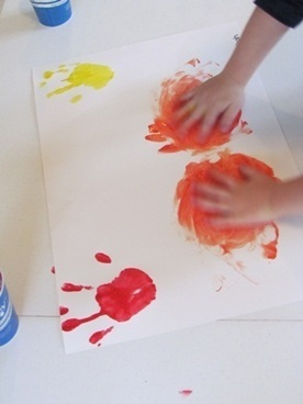 Handprint color mixing in preschool | Teach Preschool | Scoop.it
