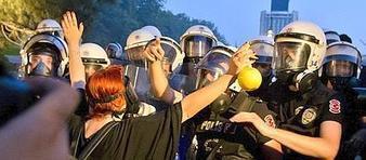 Turchia, sgomberata piazza Taksim  <br/>La polizia usa gli idranti contro la folla | urbanism and urban governance | Scoop.it
