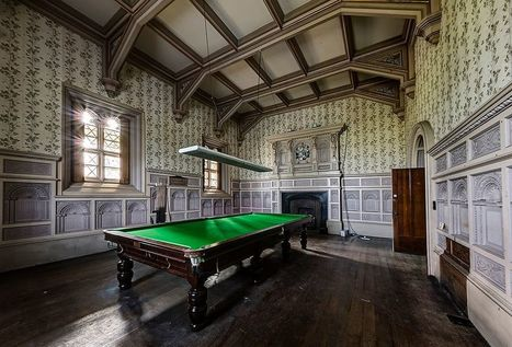 This Abandoned Billiard Room Still Houses a Full Size Snooker Table - Urban Ghosts | Modern Ruins, Decay and Urban Exploration | Scoop.it