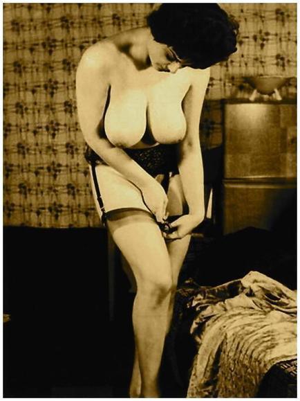 Twitter / pink_erotica: 032424 #vintage #retro #busty ... | vintage nudes | Scoop.it