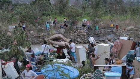 El dramático éxodo de los colombianos que abandonan Venezuela con todas sus pertenencias a cuestas  - BBC Mundo | limes | Scoop.it