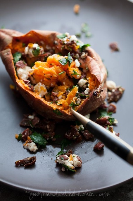 Baked Sweet Potatoes Stuffed with Feta, Olives and Sundried Tomatoes | Gourmande in the Kitchen | À Catanada na Cozinha Magazine | Scoop.it