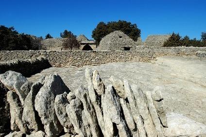 Gordes : le Village des Bories – Des pierres et des hommes - Visitez la Provence | Balades, randonnées, activités de pleine nature | Scoop.it