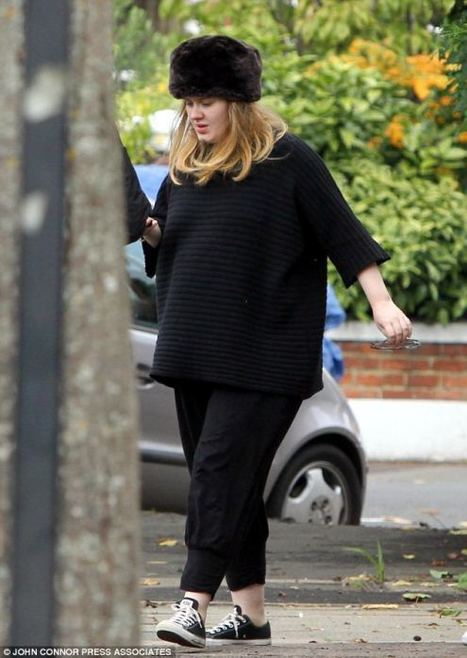 Adele shows up her huge baby bump with pride | myproffs.co.uk - Entertainment | Scoop.it