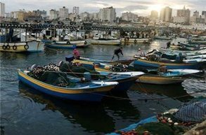 Israel opens fire at Gaza fishermen to impose new limit | Maan News Agency | Occupied Territory of Palestine | Scoop.it