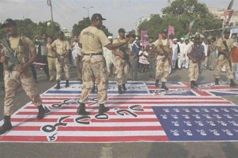 PAK rangers insulting American flag, Union Jack, and Israeli flags | Human Rights and the Will to be free | Scoop.it