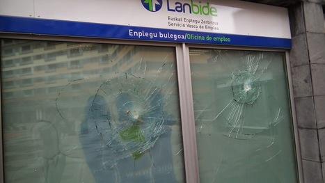 Encapuchados atacan con piedras la oficia de Lanbide en Beurko | Empleo | Scoop.it