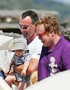 Elton John e l'ossessione Clapton: cambia casa per una più adatta al figlio di due anni   Quotidiano Online!   Scoop.it