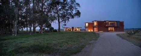 Remarquable maison en briques perchée sur une colline en Uruguay | Construire Tendance | Dans l'actu | Doc' ESTP | Scoop.it