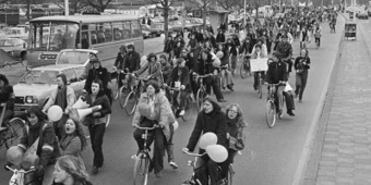How the Dutch Got Their Bike Paths | Geography Education | Scoop.it