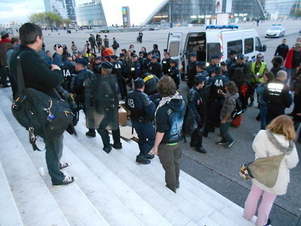 4M Les CRS en concurrence déloyale avec le Cirque Oligar-chic ! | #marchedesbanlieues -> #occupynnocents | Scoop.it