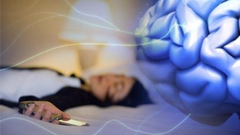 Un 40% despiertan al borde de la hemorragia cerebral por dormir con el celular bajo la almohada | Paz y bienestar interior para un Mundo Mejor | Scoop.it