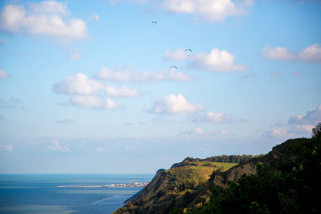 """A green mountain on the sea: walking in the """"San Bartolo"""" Park 